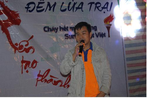 Chủ tịch HĐQT Nguyễn Hải Châu phát biểu trong đêm hội trại