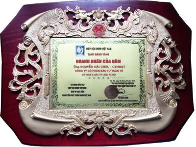 Bằng chứng nhận DOANH NHÂN CỦA NĂM do Hội Doanh nhân, Doanh nghiệp Việt Nam trao tặng