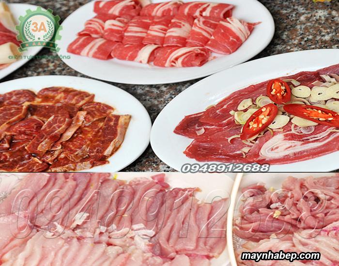 Thịt được thái thành lát mỏng, đều và đẹp mắt