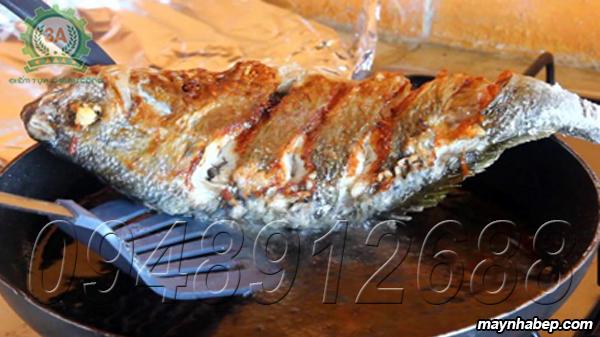 Chiến sơ cá để làm món cá nấu dấu mẻ