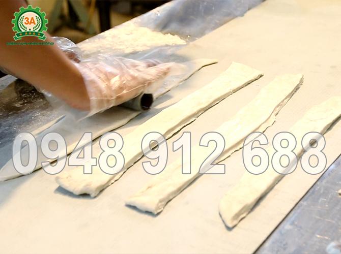 Máy cắt bánh quẩy 3A