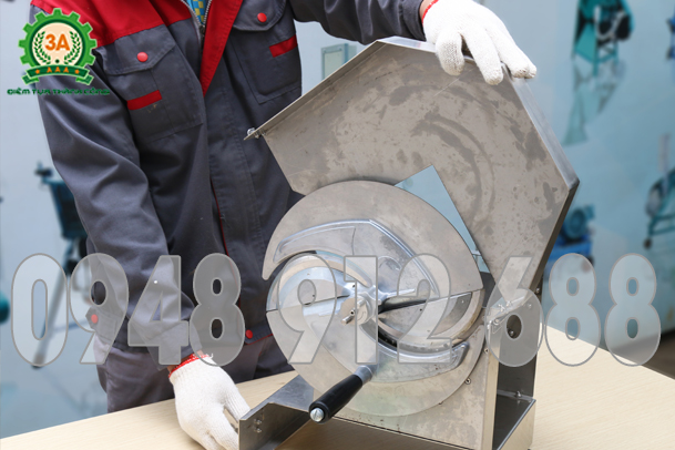 Dụng cụ được làm bằng chất liệu inox